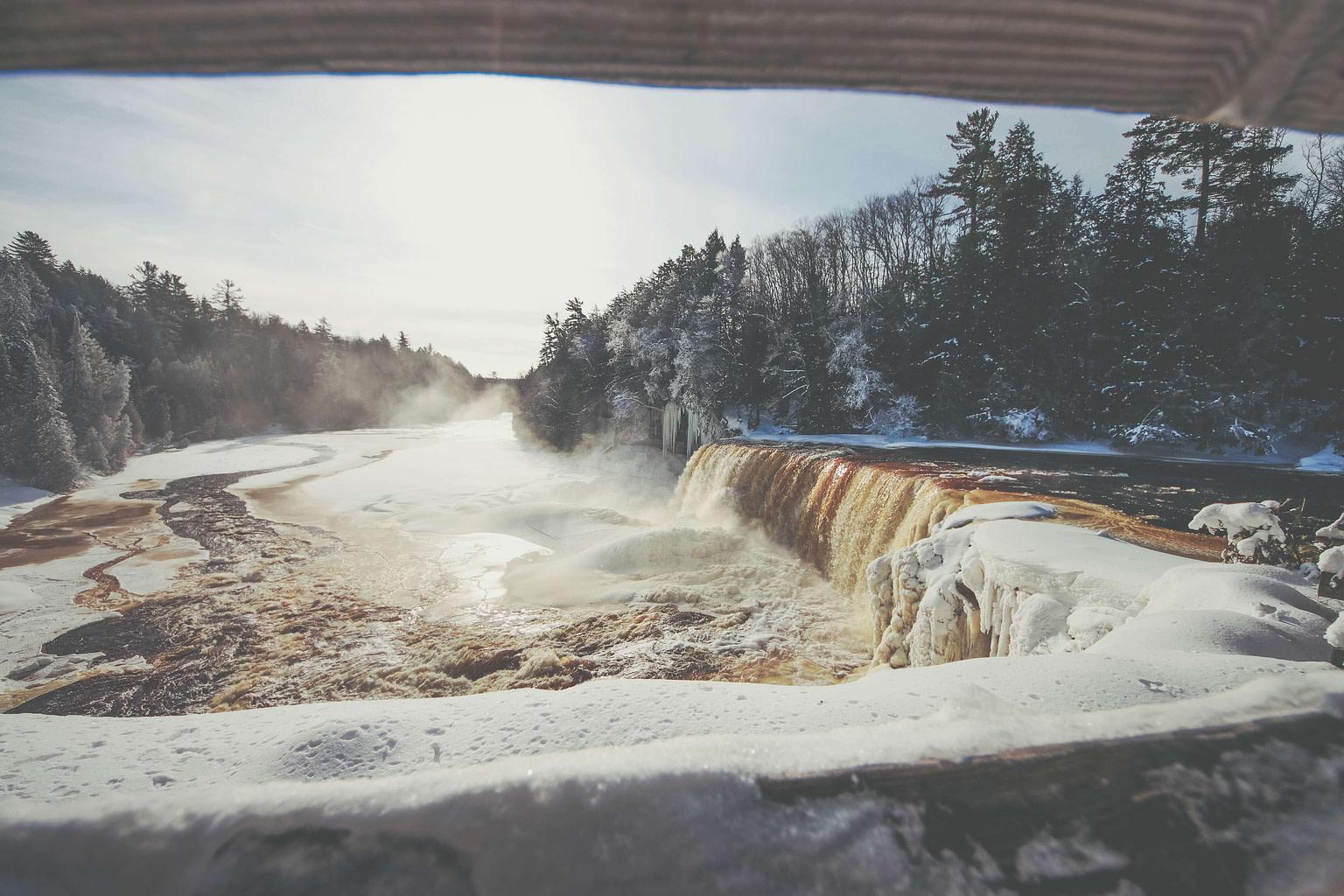 tahquamenon_falls_winter